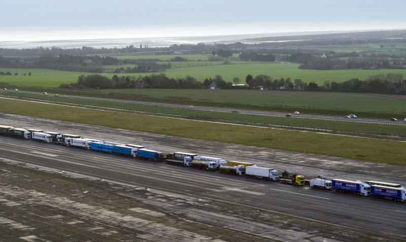 100 Lorry Drivers Are Drinking Coffee In An Airfield To See If Brexit Will Be A Shambles