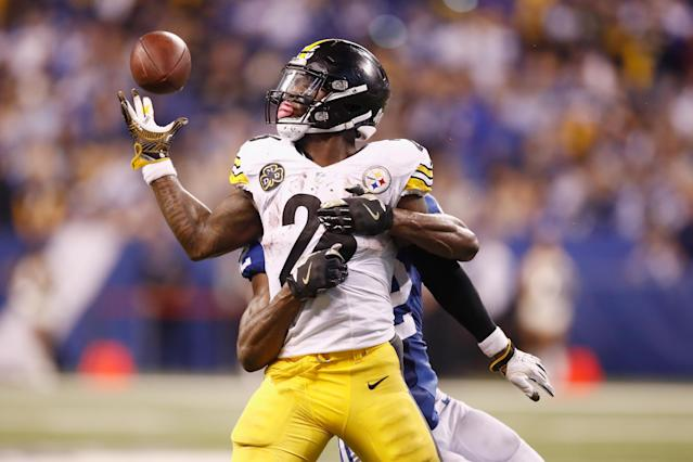 <p>Le'Veon Bell #26 of the Pittsburgh Steelers drops a pass against the Indianapolis Colts during the second half at Lucas Oil Stadium on November 12, 2017 in Indianapolis, Indiana. (Photo by Andy Lyons/Getty Images) </p>