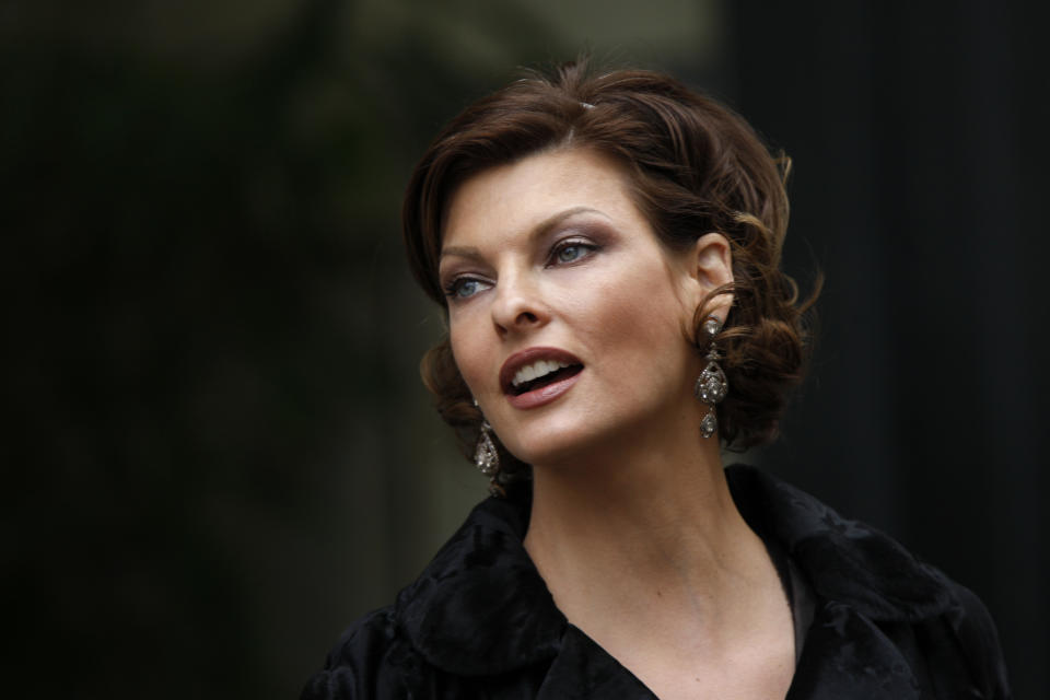 Canadian super model Linda Evangelista attends French designer Alexis Mabille's Spring-Summer Haute Couture  2009 fashion show in Paris January 26, 2009.  REUTERS/Charles Platiau (FRANCE)