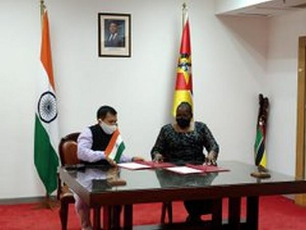 Rajeev Kumar, High Commissioner of India to Mozambique and Mozambique's Foreign Minister Veronica Nataniel Macamo Dlhovo (Photo source: High Commission of India, Maputo Twitter)