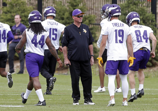 Minnesota Vikings head coach Mike Zimmer, center, watches his players during practice at the NFL football team's training camp Wednesday, May 23, 2018, in Eagan, Minn. (AP Photo/Jim Mone)