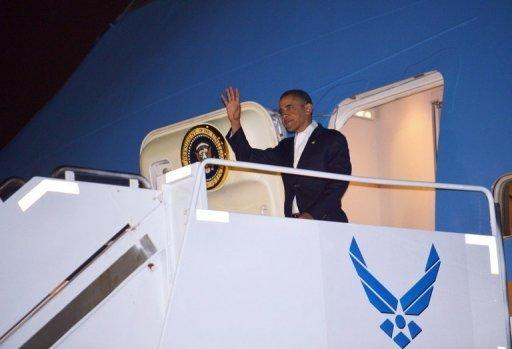 Obama signs 'fiscal cliff' deal, stocks cool on debt