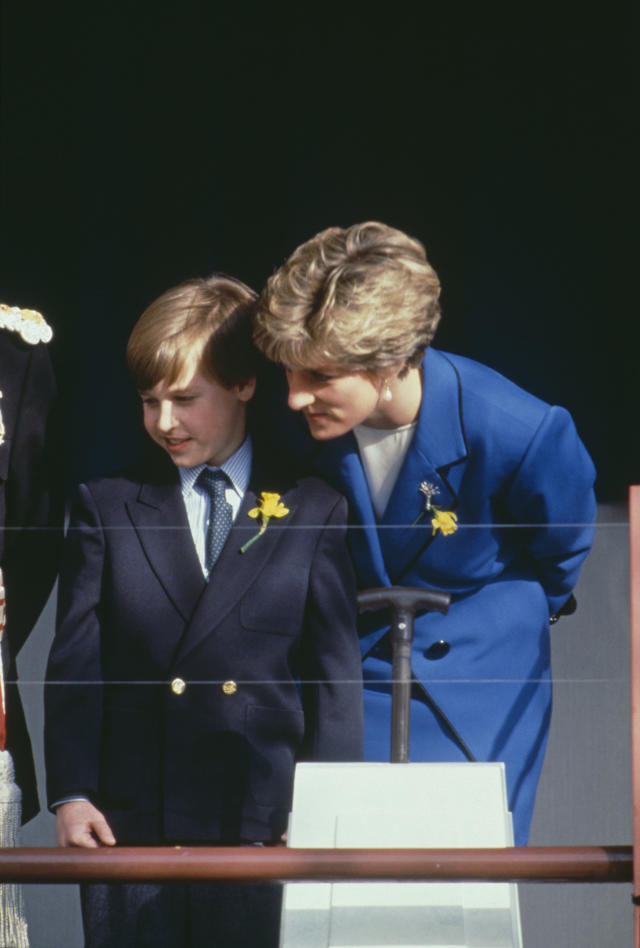 Prince William and Princess Diana in 1991. (Photo: Terry Fincher/Princess Diana Archive/Getty Images)