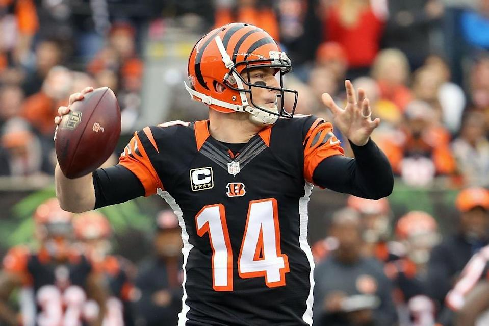 Andy Dalton of the Cincinnati Bengals throws a pass during the first quarter of the game against the Pittsburgh Steelers at Paul Brown Stadium on December 13, 2015 in Cincinnati, Ohio (AFP Photo/Andy Lyons)