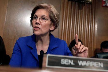 Senator Elizabeth Warren (D-MA) questions Alex Azar (not pictured) during a Senate Health, Education, Labor and Pensions Committee hearing on his nomination to be Health and Human Services secretary on Capitol Hill in Washington, U.S., November 29, 2017. REUTERS/Yuri Gripas