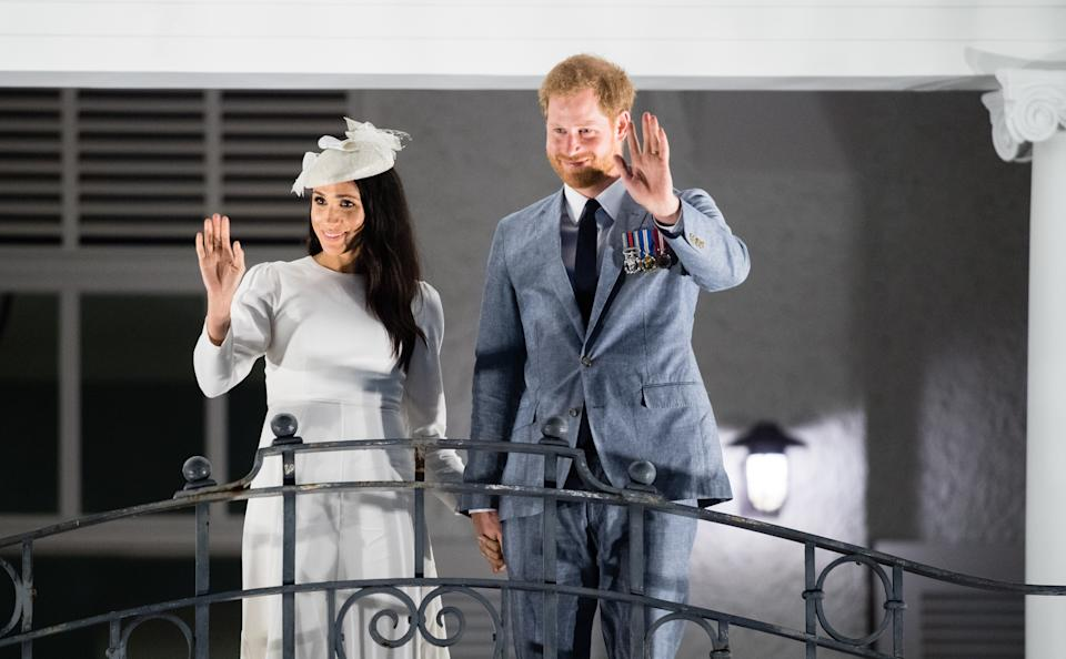 SUVA, FIJI - OCTOBER 23:  Meghan, Duchess of Sussex and Prince Harry, Duke of Sussex acknowledge the the public gathered around Albert Park from the balcony of the Grand Pacific Hotel on October 23, 2018 in Suva, Fiji. The Duke and Duchess of Sussex are on their official 16-day Autumn tour visiting cities in Australia, Fiji, Tonga and New Zealand.  (Photo by Samir Hussein/Samir Hussein/WireImage)