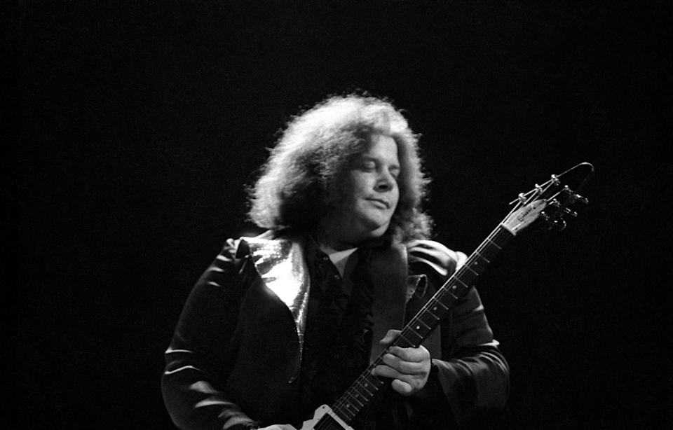 Leslie West, the guitarist of the band Mountain, died of cardiac arrest on Wednesday, reports Rolling Stone and The New York Times.