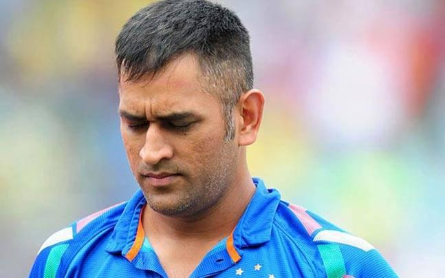Dhoni's stolen phones found, hotel's fire department officer arrested for theft