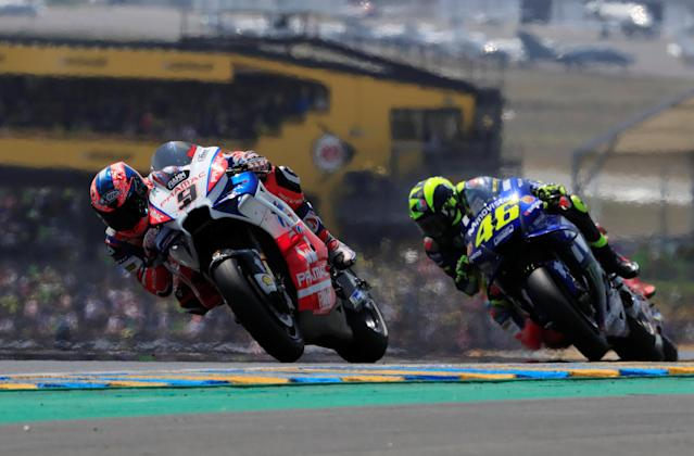 Motorcycling - MotoGP - French Grand Prix - Bugatti Circuit, Le Mans, France - May 20, 2018 Movistar Yamaha MotoGP's Valentino Rossi and Alma Pramac Racing's Danilo Petrucci during the race REUTERS/Gonzalo Fuentes