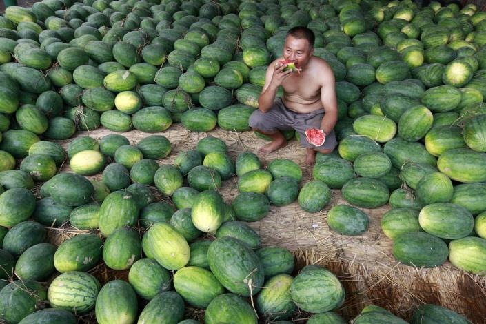 A vender sits and eats watermelon at a market on August 09, 2011 in Huaibei, Anhui Province of China. China's Consumer Price Index (CPI), a main gauge of inflation, rises 6.5 percent in July on surging food costs. (Photo by ChinaFotoPress/Getty Images)