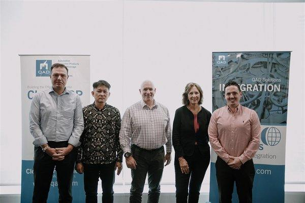 Mrs. Pam Lopker, QAD Founder & President, Mr. Anton Chilton, CEO of QAD with QAD Asia Pacific executive teams.