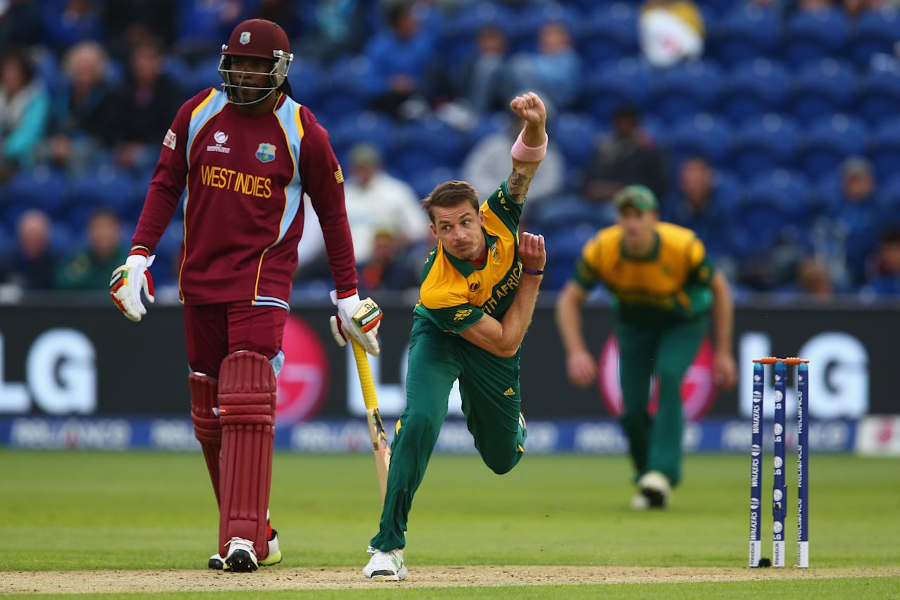 CARDIFF, WALES - JUNE 14:  Dale Steyn (R) of South Africa bowls as Chris Gayle (L) of West Indies looks on during the ICC Champions Trophy Group B match between West Indies and South Africa at the SWALEC Stadium on June 14, 2013 in Cardiff, Wales.  (Photo by Michael Steele/Getty Images)