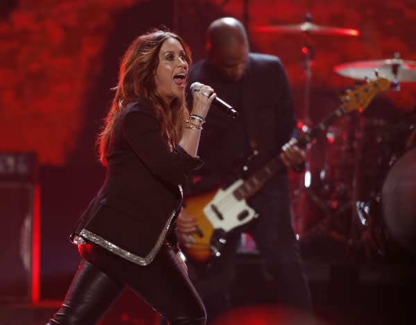 Alanis Morissette's Former Business Manager and Six Others Accused of Scamming Artists