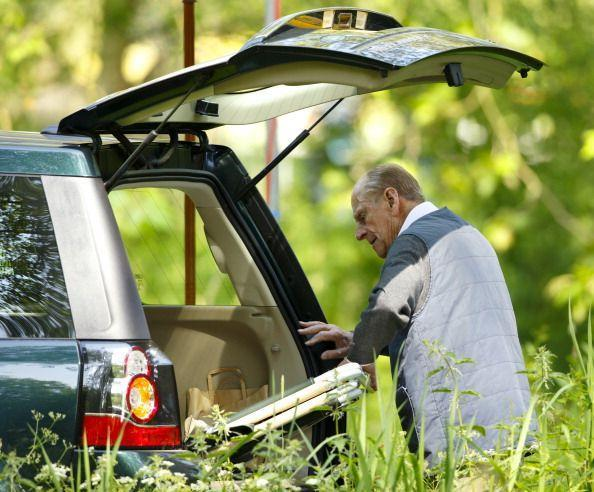<p>We're certain there are a dozen staff members that could help Prince Philip unload his trunk from his day spent at the Royal Windsor Horse Show, but the then-93-year-old managed just fine. </p>