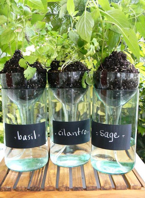 12 cool ways to use those empty wine bottles for Creative ideas for empty wine bottles