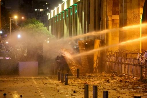 Clashes between Lebanese anti-government protesters and riot police wounded hundreds of people over the weekend