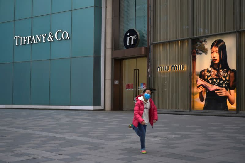 LVMH refrains from renegotiating Tiffany deal, sources say