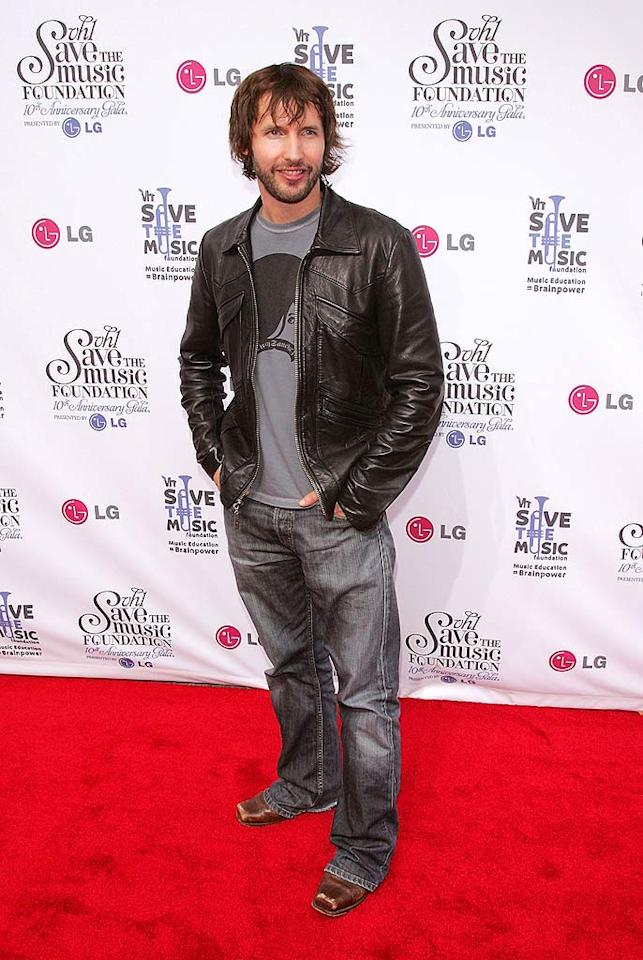 "A scruffy James Blunt keeps things casual on the red carpet. Jim Spellman/<a href=""http://www.wireimage.com"" target=""new"">WireImage.com</a> - September 20, 2007"