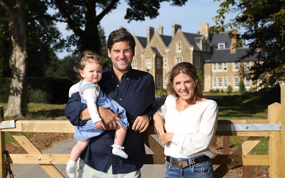 Harry and Natasha Banks, with their daughter Olive, left London to buy their first home at the Parklands Manor development near Oxford - John Lawrence for The Telegraph