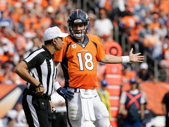 Peyton Manning talks with a referee after a play in 2015.