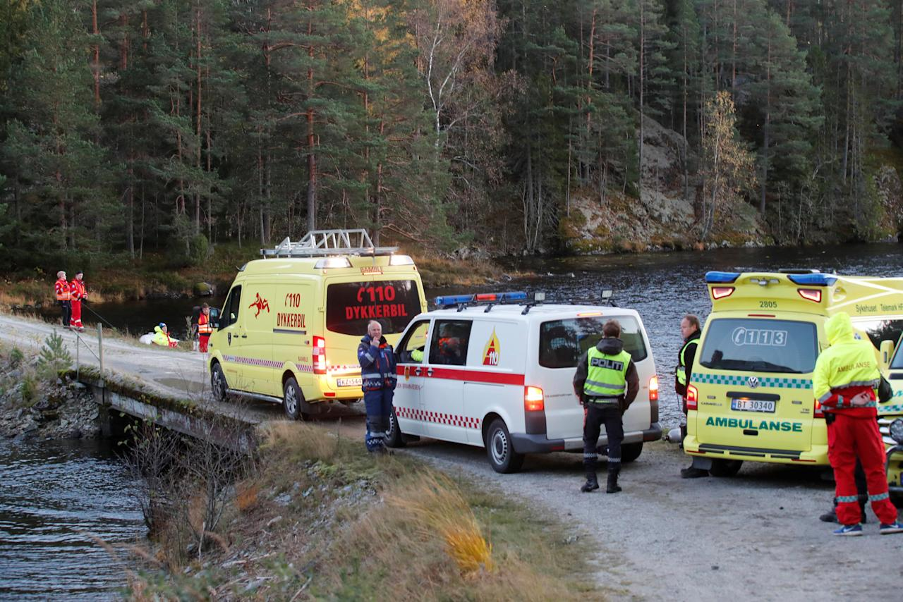 Rescue workers search for a missing man, after two men are confirmed dead after a boat capsizing accident in Lake Seljordsvannet, in Telemark County, Norway October 12, 2017. NTB Scanpix/Terje Bendiksby via REUTERS ATTENTION EDITORS - THIS IMAGE WAS PROVIDED BY A THIRD PARTY. NORWAY OUT. NO COMMERCIAL OR EDITORIAL SALES IN NORWAY. NO COMMERCIAL SALES.