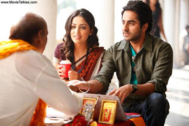 Best Popular Film for providing wholesome entertainment has been shared by  Vicky Donor  and Ustad Hotel