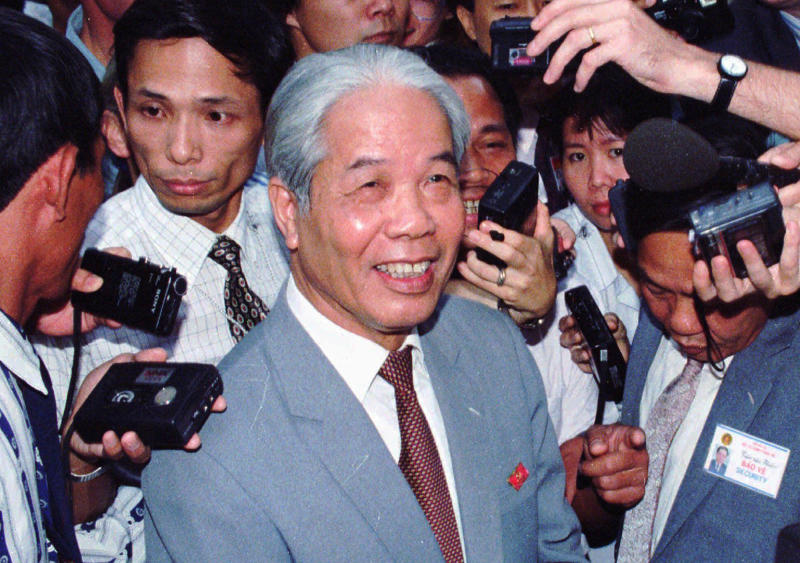 CORRECTS THE YEAR OF THE CREATION DATE TO 1996, NOT 2018 - FILE - In this June 30, 1996, file photo, then Vietnam's Communist Party head Do Muoi answers questions from journalists during a break at the 8th National Party Congress taking place in Hanoi. Former General Secretary of the Communist Party of Vietnam Do Muoi, a committed communist, has died at age 101. The government said in a announcement posted on its website that Muoi died late Monday night, Oct. 1, 2018, at the National Military Hospital 108 after battling a serious illness despite efforts by Vietnamese and foreign doctors to treat him. (AP Photo/Xoan Lam, File)