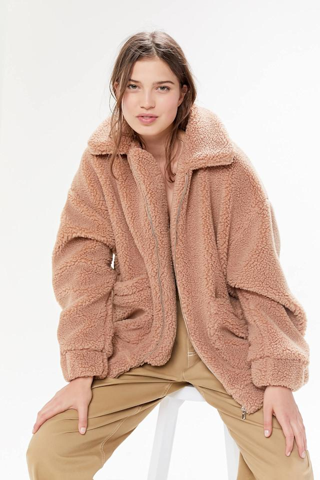 """<p>Stay cozy in this <a href=""""https://www.popsugar.com/buy/I.Am.Gia%20UO%20Exclusive%20Pixie%20Teddy%20Coat-472602?p_name=I.Am.Gia%20UO%20Exclusive%20Pixie%20Teddy%20Coat&retailer=urbanoutfitters.com&price=120&evar1=fab%3Auk&evar9=46422677&evar98=https%3A%2F%2Fwww.popsugar.com%2Ffashion%2Fphoto-gallery%2F46422677%2Fimage%2F46422693%2FIAMGIA-UO-Exclusive-Pixie-Teddy-Coat&list1=shopping%2Cfall%20fashion%2Curban%20outfitters&prop13=api&pdata=1"""" rel=""""nofollow"""" data-shoppable-link=""""1"""" target=""""_blank"""" class=""""ga-track"""" data-ga-category=""""Related"""" data-ga-label=""""https://www.urbanoutfitters.com/shop/iamgia-uo-exclusive-pixie-teddy-coat2?category=womens-new-arrivals&amp;color=016&amp;type=REGULAR"""" data-ga-action=""""In-Line Links"""">I.Am.Gia UO Exclusive Pixie Teddy Coat</a> ($120).</p>"""