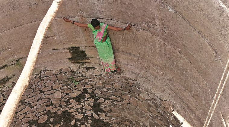 Barde-chi-Wadi: Dam only 2 km away, women here rappel down 60-ft-long well for water