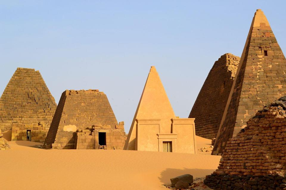 """<p>Excavations in the late 1980s and early 1990s <a href=""""https://www.britannica.com/topic/Pyramids-of-Giza"""" rel=""""nofollow noopener"""" target=""""_blank"""" data-ylk=""""slk:revealed"""" class=""""link rapid-noclick-resp"""">revealed</a> a small district was built around the Great Pyramids' site in Giza. This area served the laborers and had bakeries, stores, and shallow tombs.</p>"""