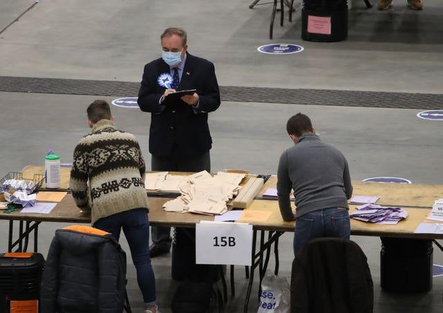 Alex Salmond watches votes being counted