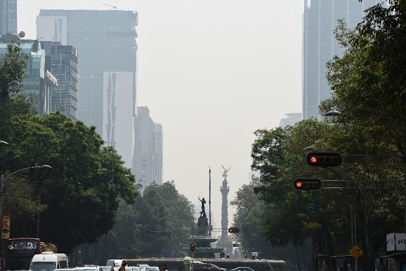 Smog from pollution chokes the skies over Mexico City on May 16 (AFP Photo/ALFREDO ESTRELLA)