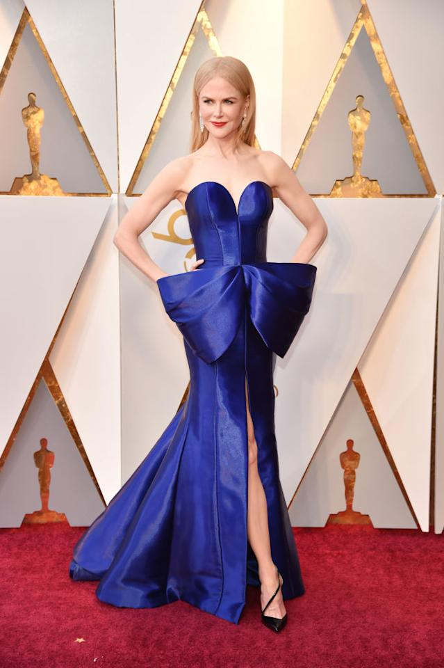 <p><i>Big Little Lies</i> actress Nicole Kidman rocked a royal blue dress with an oversized bow for Hollywood's biggest night. (Photo: Getty Images) </p>