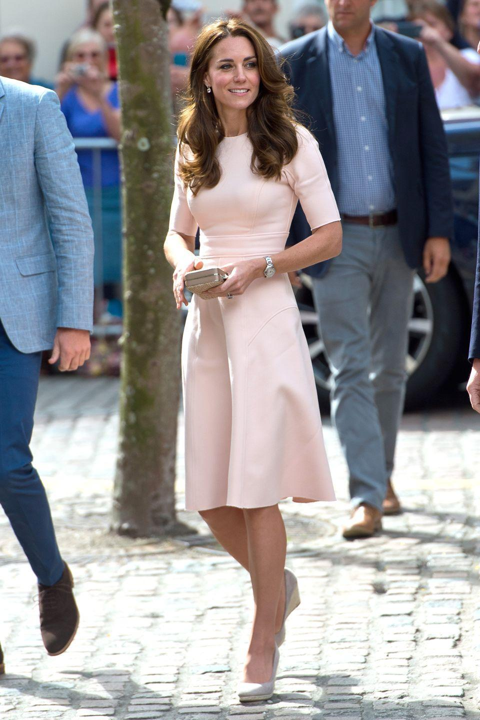 <p>The Duchess wears a light pink knee-length dress by Lela Rose with a box clutch and beige espadrille wedges while visiting Cornwall this morning.</p>
