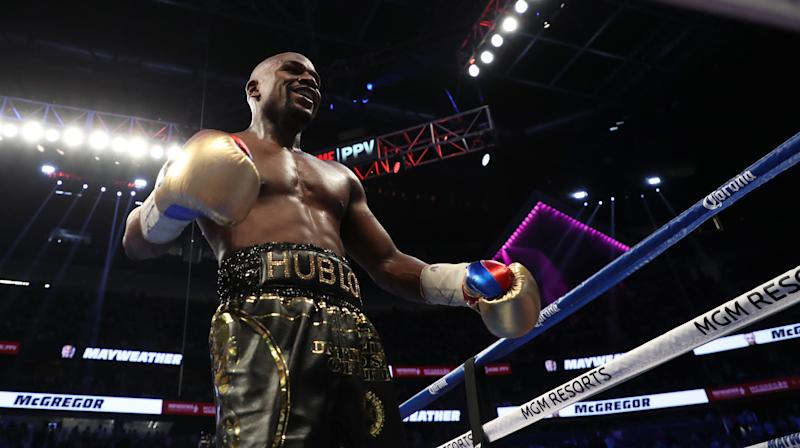 Twitter Really Couldn't Handle Mayweather's Fight Night Ski Mask