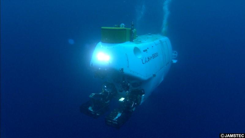 The deep submergence research vehicle Shinkai 6500