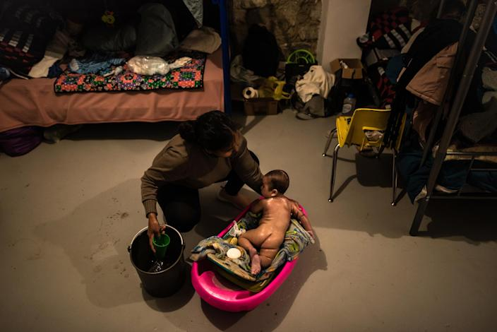 "A mother from El Salvador bathes her baby.<span class=""copyright"">Meridith Kohut for TIME</span>"