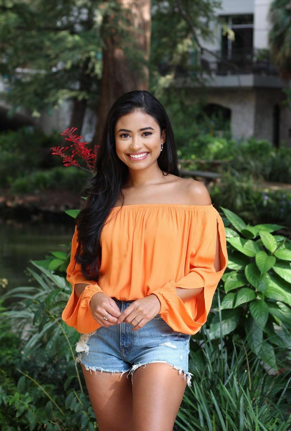 """<p>Jessenia is one of several Texans competing on <em>The Bachelor</em>, and she works as a social media manager, per <a href=""""https://go.redirectingat.com?id=74968X1596630&url=https%3A%2F%2Fwww.linkedin.com%2Fin%2Fjesseniaacruz%2F&sref=https%3A%2F%2Fwww.womenshealthmag.com%2Flife%2Fg34286200%2Fbachelor-contestants-season-25-matt-james%2F"""" rel=""""nofollow noopener"""" target=""""_blank"""" data-ylk=""""slk:LinkedIn"""" class=""""link rapid-noclick-resp"""">LinkedIn</a>. She has a B.S. in communications and media studies from the University of Texas San Antonio.</p><p>Jess also shared in her Instagram bio: """"when joy is a habit, love is a reflex."""" Jessenia also keeps up a disposable film diary at @disposalesbyjess. She's a former pageant girl, Miss El Paso, with Hannah B. vibes.<br></p><p><strong>Age: 27</strong></p><p><strong>Hometown: </strong>San Antonio, TX</p><p><strong>I</strong><strong>n</strong><strong>stagram: <a href=""""https://www.instagram.com/calypsocruz/"""" rel=""""nofollow noopener"""" target=""""_blank"""" data-ylk=""""slk:@calypsocruz"""" class=""""link rapid-noclick-resp"""">@calypsocruz</a></strong></p>"""
