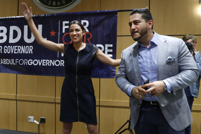 """<span class=""""s1"""">Alexandria Ocasio-Cortez at a July 28 rally for Abdul El-Sayed, who is vying to be the Democratic candidate for governor of Michigan. (Photo: Paul Sancya/AP)</span>"""