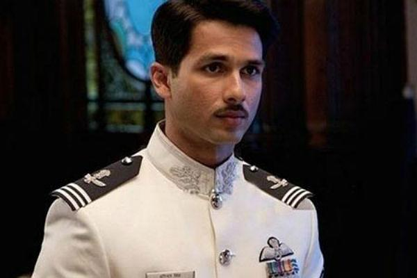 <b>1. Shahid Kapoor/ Mausam</b><br><br>Shahid Kapoor plays the role of an IAF officer in the upcoming flick 'Mausam'. With the crisp uniform and sharp mustache, Shahid looks like he has come of age. Finally.