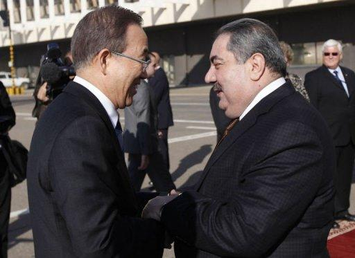 Iraq's Foreign Minister Hoshiyar Zebari (R) welcomes United Nations Secretary-General Ban Ki-moon (L)