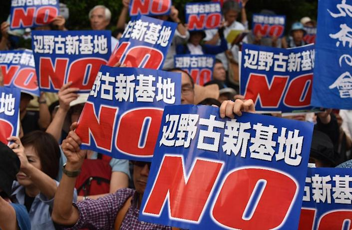 Protesters in Tokyo stage a rally to protest a controversial US airbase on Okinawa island, in southern Japan, on May 24, 2015 (AFP Photo/Kazuhiro Nogi)