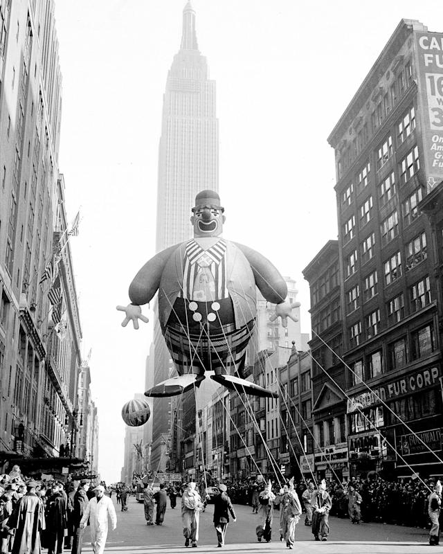 <p>Empire State Building forms a background for this helium-filled clown floating along 34th Street in Macy Parade in 1945. (Photo: Art Whittaker/New York Daily News Archive via Getty Images) </p>