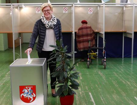 Presidential candidate Ingrida Simonyte casts her vote during the first round of Lithuanian Presidential election in Vilnius, Lithuania May 12, 2019. REUTERS/Ints Kalnins