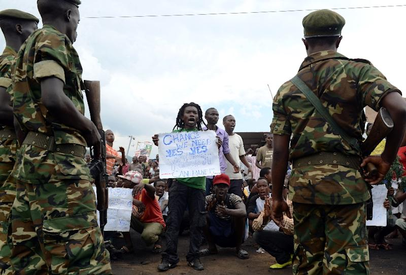 Burundian soldiers contain demonstrators in Musaga, on the outskirts of Bujumbura, on April 29, 2015, during a protest against the President's bid for a third term (AFP Photo/Simon Maina)