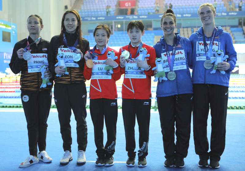 Gold medalists China's Lu Wei, third left, and Zhang Jiaqi pose with silver medalists Malaysia's Leong Mun Yee and Pandelela Pamg, left, and bronze medalists United States' Samantha Bromberg and Katrina Young, right, after winning the 10m platform women's synchro diving final at the World Swimming Championships in Gwangju, South Korea, Sunday, July 14, 2019. (AP Photo/Lee Jin-man)