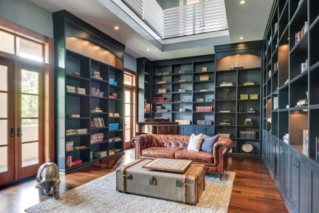 Built-in shelves make for a perfect library. (Photo: Trulia)