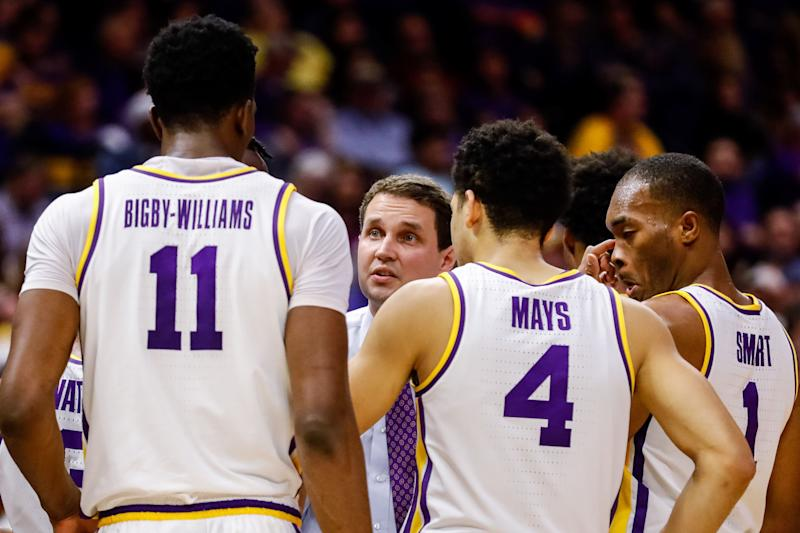 BATON ROUGE, LA - FEBRUARY 02: LSU Tigers head coach Will Wade talks to guard Skylar Mays (4) against Arkansas Razorbacks on February 02, 2019, at Pete Maravich Assembly Center in Baton Rouge, LA. (Photo by Stephen Lew/Icon Sportswire via Getty Images)