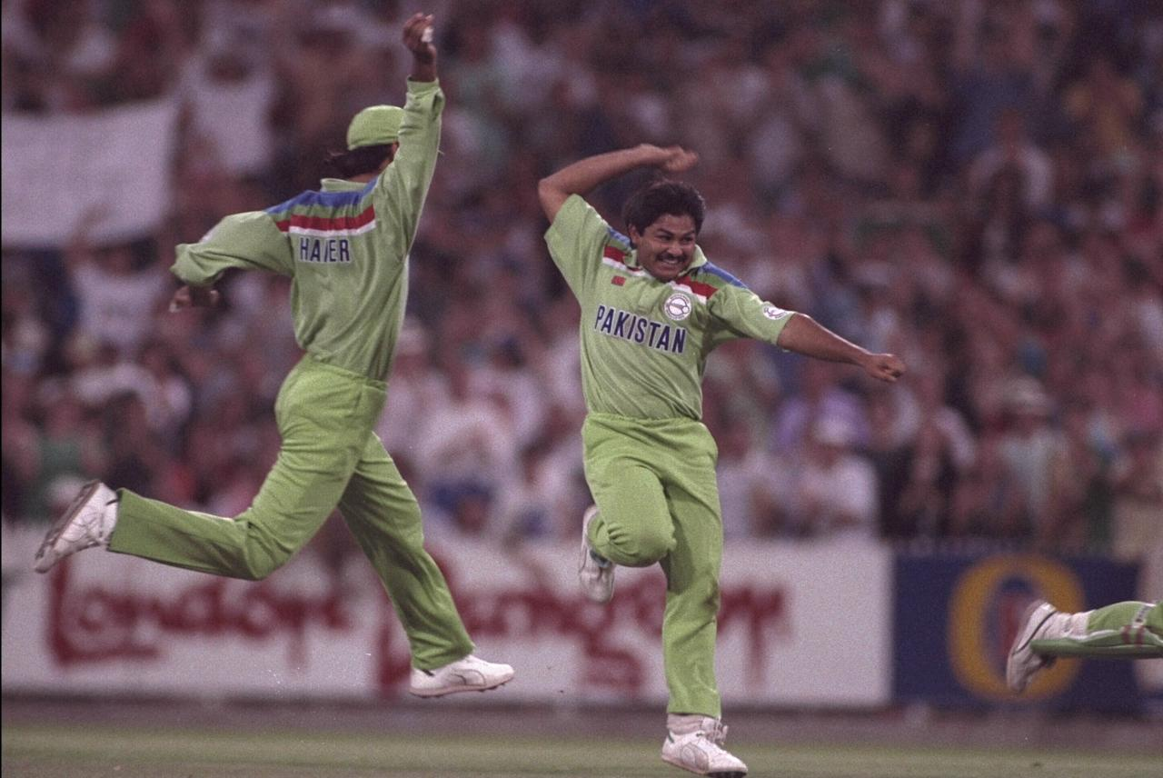 Mar 1992:  Mushtaq Ahmed and Wasim Haider of Pakistan celebrate an England wicket during the final of the Cricket World Cup at the MCG in Melbourne.  Pakistan won the match.