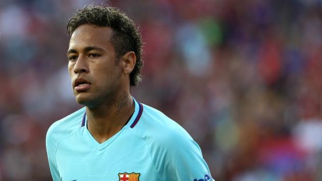 Neymar arrives to Barca's training grounds amid PSG rumors
